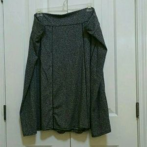 Avenue Black and White Skirt Size 30/32